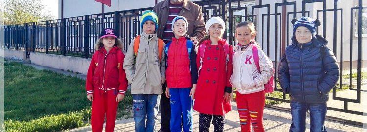 Donație 5 calculatoare în comuna Gologanu