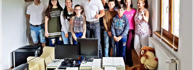 Donație 14 calculatoare pentru biblioteca I.I. Mironescu Tazlău, Neamț
