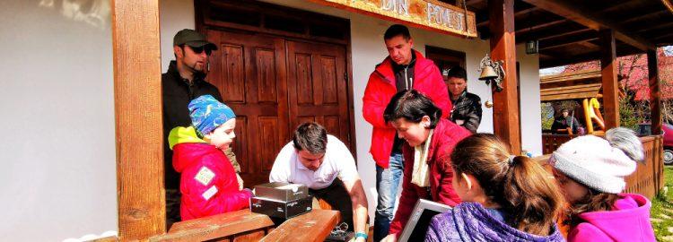 """Donație 3 calculatoare în cadrul acțiunii umanitare 4×4 în Vrancea """"Dăruim de Paști"""""""